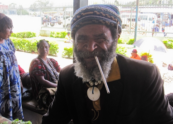mt-_hagen_tobacco_vendor